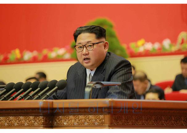"""황당한 북한 """"남한에서 김정은 민족의 어버이로 칭송"""" 주장"""
